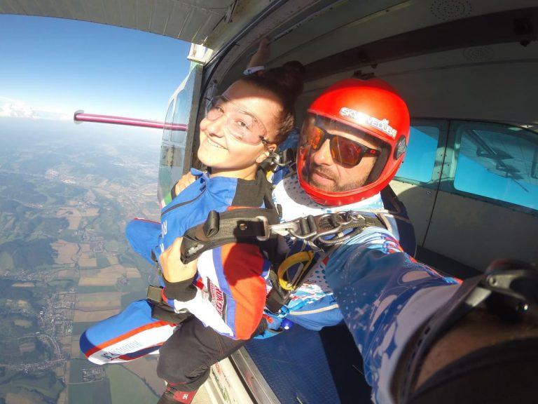 Tandémový zoskok padákom, letisko Slávica
